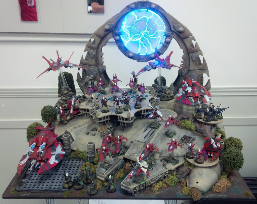 The most ridiculously awesome display board I've ever seen! Look at that plasma-webway portal thing! And it's base is a Millennium Falcon!